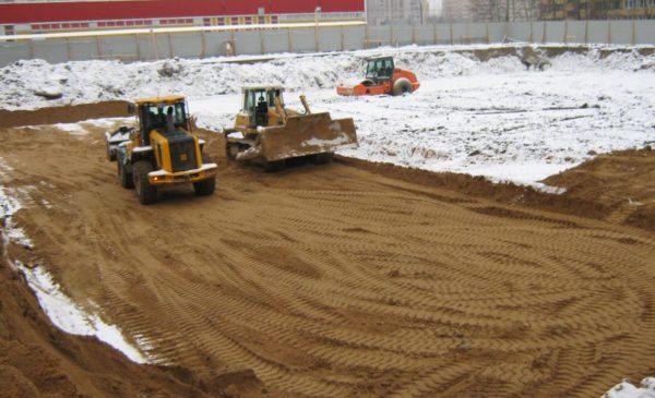 Устройство песчаного основания под фундаментную плиту