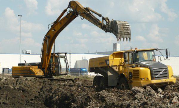 Выкопали грунт объемом 30 000 м3 экскаваторами JCB-260, JCB -330, VOLVO-290
