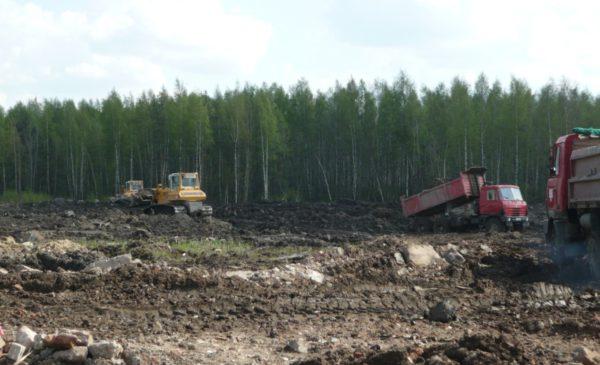 Спланировали почву по месту бульдозерами LIEBHERR PR724LGP, PR732BM, PR734LGP