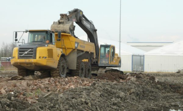 Уплотнение грунта - одно из важнейших условий, обеспечивающих требуемую прочность.Вся работа по разработке котлована была выполнена сроком за 1 месяц.